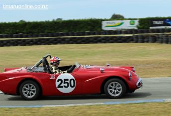 Bryan Ashworth (250) in his 1960 Daimler SP 250, 2500 cc