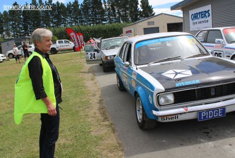 Sue Baird keeps an eye on Craig Pidgeon and his 1971 Hillman Avenger in pit lane