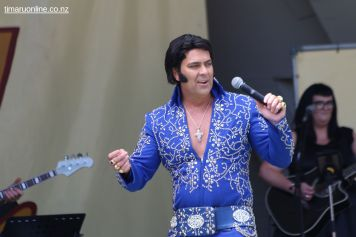 Elvis on the Bay 0033