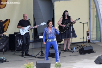 Elvis on the Bay 0044